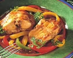 cuisiner un lapin de garenne recette lapin aux trois poivrons