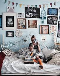 vintage inspired bedroom ideas vintage style decor robertjacquard com