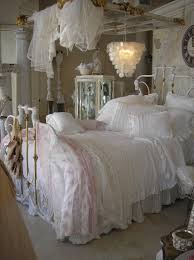 Vintage Bedrooms Pinterest by Beautiful Bed And Look How They Made The Canopy Shabby Chic