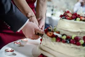 wedding cake cutting songs popular wedding cake cutting songs easy weddings uk