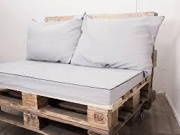 housse coussins canapé coudre des housses de coussin pour votre canapé en palettes