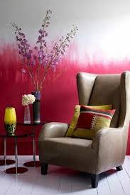 tolle wandgestaltung wohnideen wandfarben rot weiß sessel - Wandgestaltung Rot