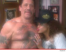 rihanna u0027s new thug life tattoo the u0027thug u0027 pose with