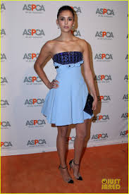 sarah hyland u0026 beth behrs honored at aspca los angeles fundraiser