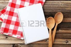cahier de cuisine vierge livre ouvert vieille recette sur nappe à carreaux banque d images et