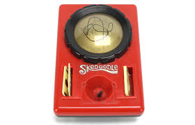 skedoodle etch a sketch alternative from hasbro retromash