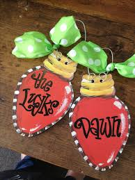 Wood Projects For Christmas Presents by Best 25 Christmas Door Hangers Ideas On Pinterest Christmas