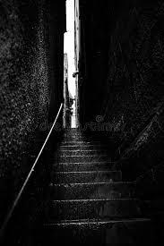 schmale treppen schmale treppe zwischen zwei wänden stockbild bild 76349609