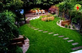 Wonderful Green Garden Design Ideas With Stone Patio And Green