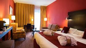 hotel avec dans la chambre bordeaux chambre privilège avec sofa photo de mercure bordeaux chateau