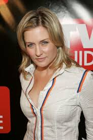 amy carlson shortest hairstyle amy carlson pictures and photos fandango