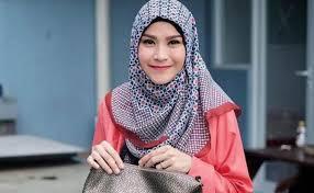 Lipstik Zaskia Adya Mecca inilah bisnis terbaru zaskia adya mecca zam lipcream