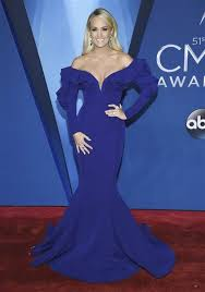 home blue carrie underwood suffers multiple injuries in fall outside her home