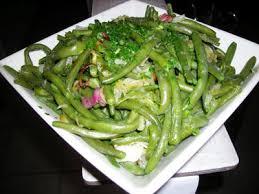 cuisiner haricots verts frais haricots verts frais poêlés la recette facile par toqués 2 cuisine