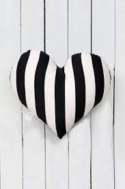 Black And White Sofas by Best 20 Black And White Pillows Ideas On Pinterest White