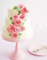wedding cake designs how to choose between buttercream and