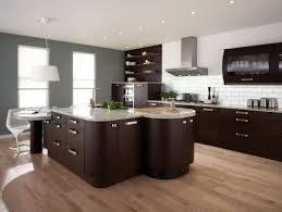 parquet flottant dans cuisine cuisines cuisine îlot central idée originale bois marbre parquet