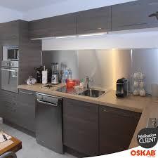 cuisine contemporaine en bois cuisine contemporaine bois fumé décor noyer accessoires inox