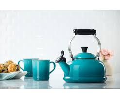 classic whistling kettle le creuset
