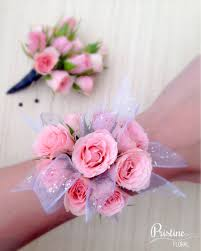 prom wrist corsage ideas prom corsage light pink spray roses matching boutonniere http