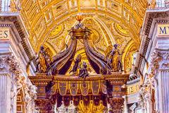 baldacchino by bernini l autel avec le baldacchino de bernini en basilique de st