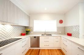 küche wandschutz wandschutz kuche k u00fcche in u form weiss matt edelstahl griffe