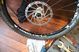 pneu vtt tubeless ou chambre à air passer en pneu tubeless le du pignon