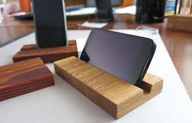 Diy Wooden Desktop by Diy Wooden Phone Stand 7 Steps