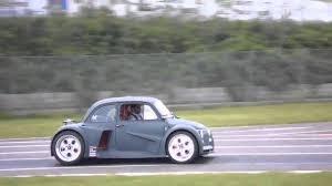 lamborghini vs smart car ein v12 lamborghini motor hat auch im fiat 500 platz