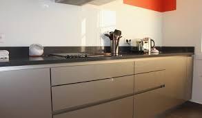 poignees cuisine cuisine sans poignee avis vos idées de design d intérieur