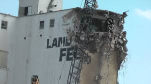 crane destroys elevator fort dodge iowa awsome gigantic crane