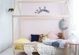 lit bébé chambre parents craquez pour un lit cabane dans la chambre d enfant dã coration