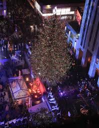 rockefeller center christmas tree lights up new york city