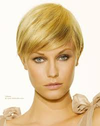 short haircut with ear showing short hairstyle with the length just reaching the ear