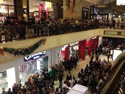 urban outfitters black friday midnight shoppers out in force at citadel the oaks eagle rock