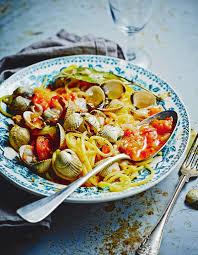 cuisiner les coques spaghettis aux coques pour 2 personnes recettes à table