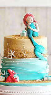 cakes candy and flowers beach wedding cakes are amazing at your wedding my wedding guides
