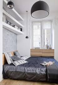 kleine schlafzimmer kleines schlafzimmer gestalten farben weiß hellgrau holzmöbel