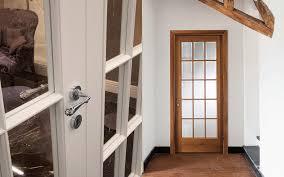 porte interieur en bois massif porte intérieure battante en bois massif laquée 900