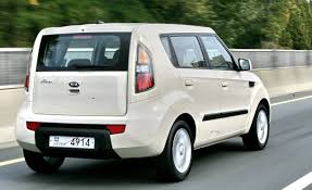 cube cars white kia soul reviews kia soul price photos and specs car and driver
