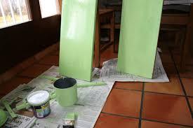 peinture resine meuble de cuisine appliquer résinence sur le bois conseils astuces bricolage