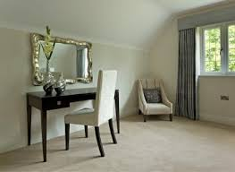 Simple Vanity Table Makeup Table