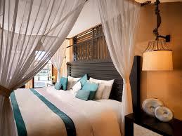 piscine sur pilotis hôtel à ile de meradhoo dhevanafushi maldives luxury resort