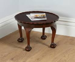 pie crust end table queen anne style round pie crust coffee table antiques atlas