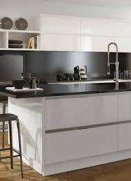 wandverkleidung k che ideen für die renovierung 7 moderne küchen mit kochinsel als