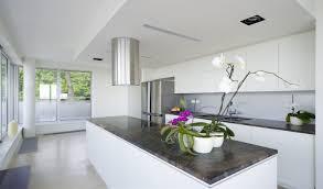 cuisine blanche avec ilot central cuisine blanche coin repas et chambre adulte 7 photos inspirantes