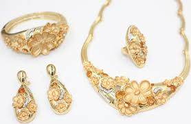 opulent gold jewelry designs for trendy mods
