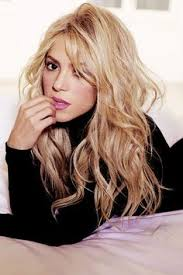 what color is shakira s hair 2015 shakira hair color make up ideas pinterest shakira hair