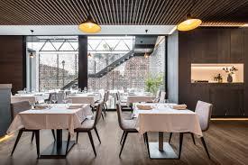 Backyard Bar And Grille Enfield by Restaurante Con Viroc Falso Techo Hunter Douglas De Madera Grid Y