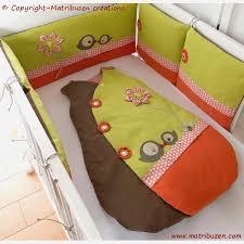 chambre bébé taupe et vert anis ensemble bébé tour de lit gigoteuse sur mesure réalisés selon